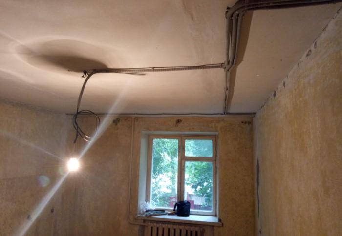 Если в квартире до сих пор алюминиевая проводка, лучше заменить ее на медную / Фото: uk-parkovaya.ru