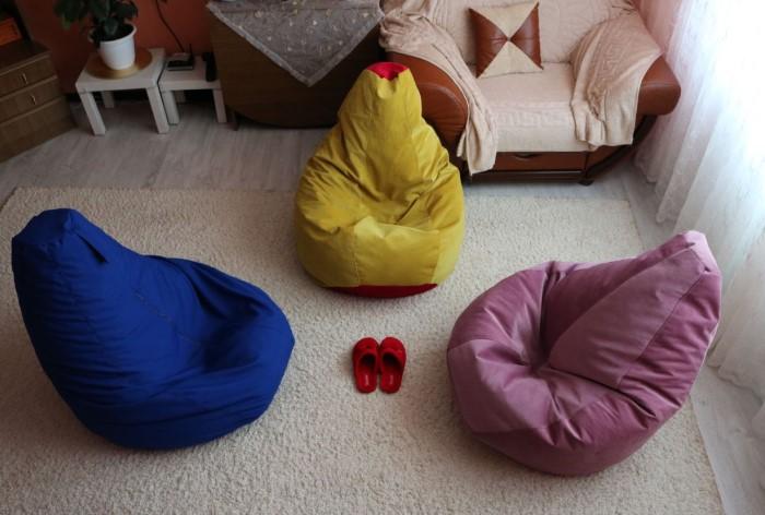 Сидеть на пуфиках-мешках удобно и взрослым, и детям
