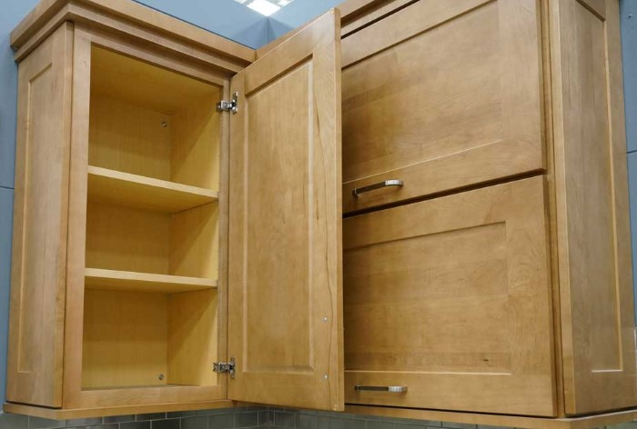 После мытья оставьте шкафчики открытыми, чтобы они просохли / Фото: bernardcabinets.com.au