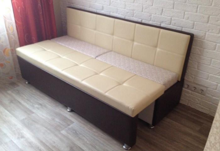 Для маленьких квартир актуальным вариантом будет раскладной диван / Фото: tres.com.ua