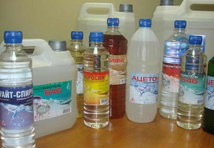 Средства эффективно растворяют жирную основу пластилина / Фото: gidpokraske.ru