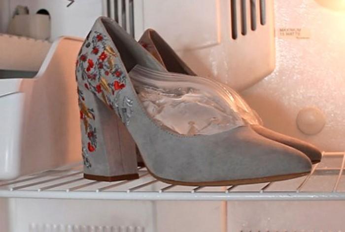 В морозилке вода расширится в объеме, а вместе с ней и тесная обувь / Фото: images11.domashnyochag.ru