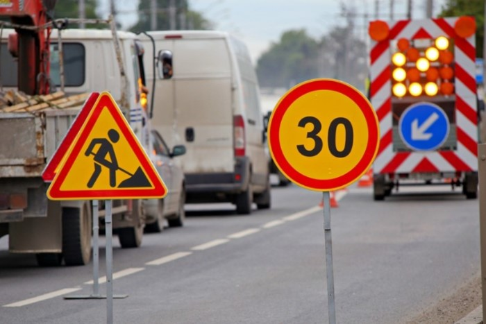 На участках, где проводится ремонт, нужно сбавить скорость / Фото: s0.rbk.ru