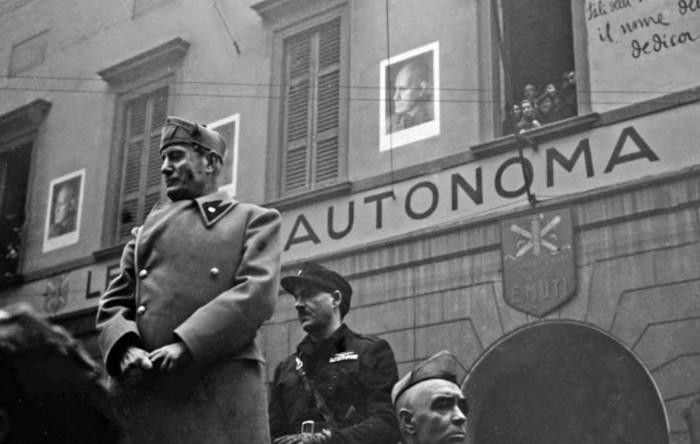 Правительство возглавлял Бенито Муссолини, а единственной законной партией была Республиканская фашистская / Фото: warhead.su