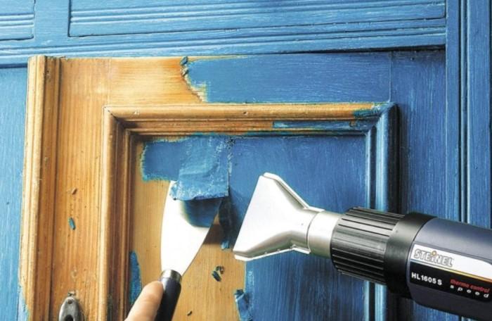 Не обязательно сразу менять дверь на новую, можно попробовать ее отреставрировать