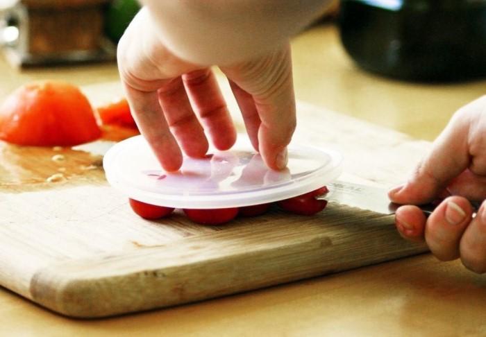 Лайфхак сработает, разве что повар будет виртуозом в нарезании томатов / Фото: food.inmyroom.ru