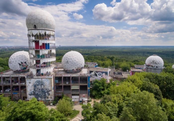Радиолокационную станцию перехвата построили в 60-х годах на горе Тойфельсберг / Фото: lostscientist.com