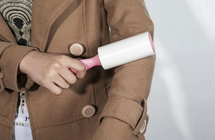 Можно использовать ролик с липкой лентой, скотч и даже широкий пластырь / Фото: protkan.com