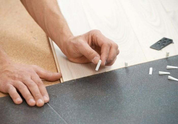 Прямой стык легко оформить порожком или без него / Фото: horodom.cx.ua