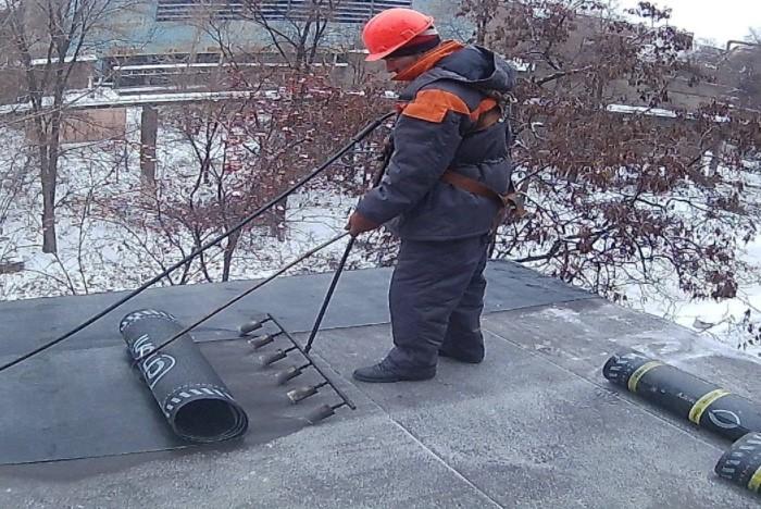 Небольшие заморозки тоже могут помочь разлепить материал / Фото: build-experts.ru