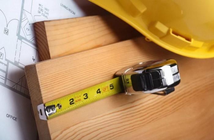 Рулеткой можно пользоваться и без помощи вспомогательных средств, если знать как / Фото: zdesinstrument.ru