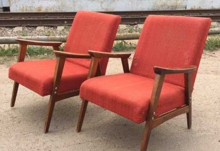 Перебейте обивку на старых креслах и вдохните в них новую жизнь / Фото: img0.festima.ru