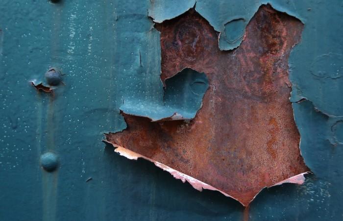 Одна из причин коррозии - нарушение защитного покрытия / Фото: cdn.pixabay.com