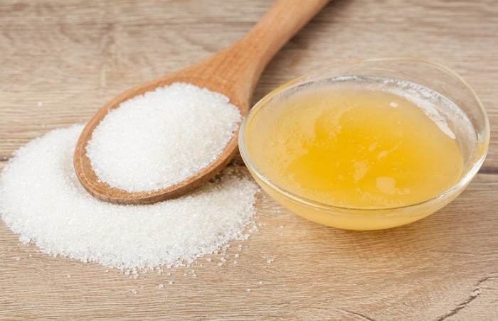 Сахароза, содержащаяся в меде и сахаре, впитает жгучие перечные масла / Фото: biokrasota.ru