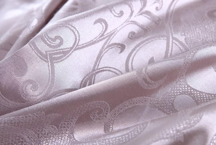 Чаще всего из сатин-жаккарда изготавливают постельное белье / Фото: makosatin.ru