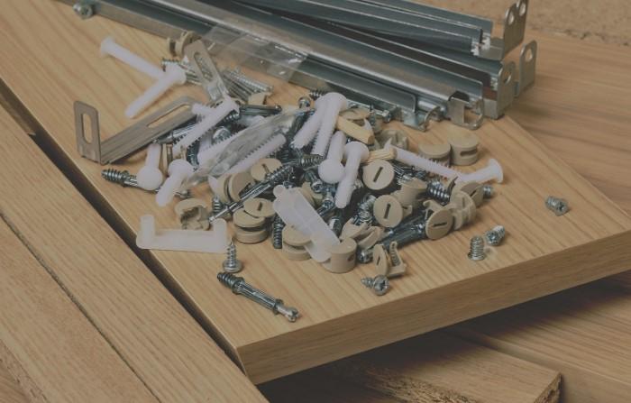 Наличие запасных деталей свидетельствует о качестве мебели / Фото: buildorg.com