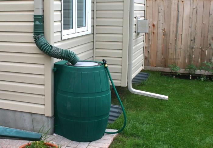 Размещайте трубы на углах дома или как минимум через каждые 10 метров / Фото:cdn-semprius.pressidium.com