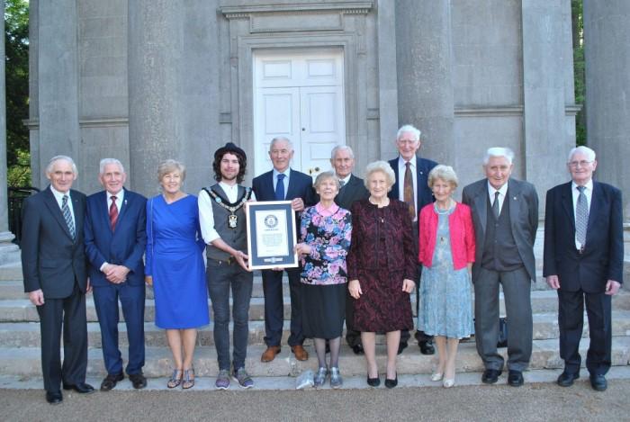 В 2017 году семейство Донелли попало в Книгу рекордов Гиннесса за то, что вместе прожили более тысячелетия / Фото: armaghi.com