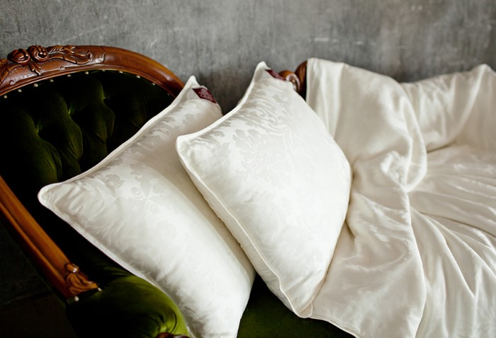 С деликатными тканями надо обращаться аккуратно / Фото: eko-textile.ru