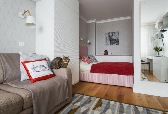 Поставьте шкаф к стене, чтобы сделать его менее заметным / Фото: design-homes.ru