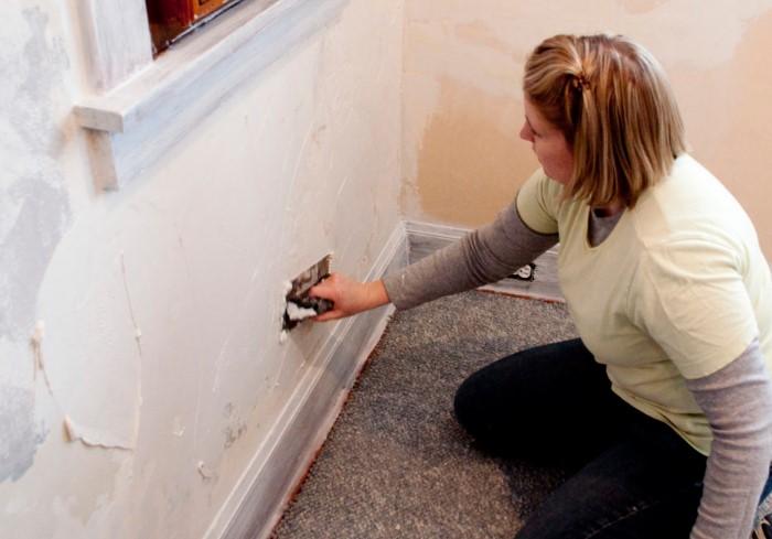 Правильная поэтапная подготовка стен - залог качественной поклейки обоев / Фото: parketnayadoska.com
