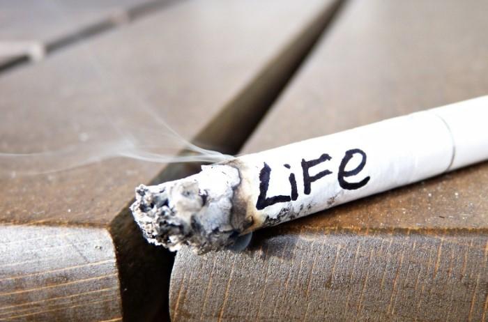 Напоминаем: курение вредит вашему здоровью! / Фото: ya.clan.su