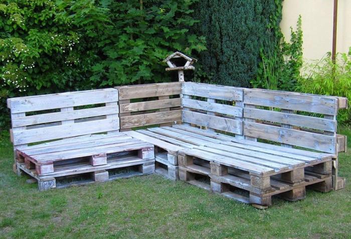 Соедините полученные элементы под углом 90 градусов, скрепив их металлическими углами или саморезами / Фото: i.pinimg.com
