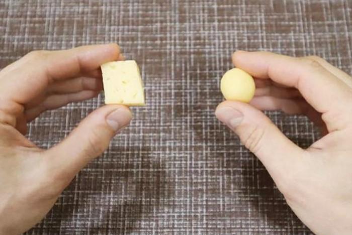 Скатать идеальный кружок получится только из сырного продукта / Фото: mschistota.ru