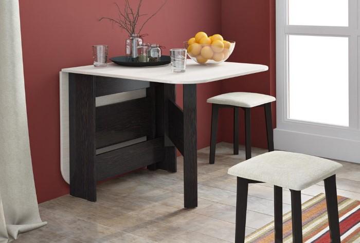 Складной стол поможет сэкономить пространство, ведь он нужен только во время приема пищи / Фото: kupistul.ua