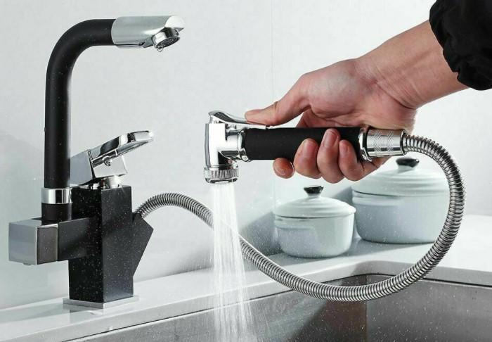 В ресторанах устанавливают специальные смесители с длинным подвижным шлангом / Фото: ae01.alicdn.com