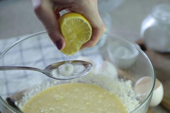 Вместо лимона можно использовать лайм или другие кислые соки / Фото: cakemade.club