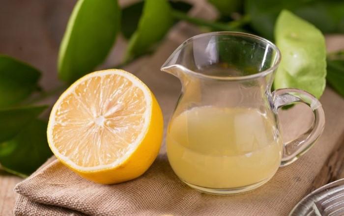 Кислоты лимонного сока обладают отбеливающими свойствами / Фото: bravo-girl.ru