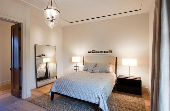 Старайтесь размещать зеркало подальше от кровати или хотя бы так, чтобы вы не видели в нем свое отражение, когда лежите / Фото: i.pinimg.com