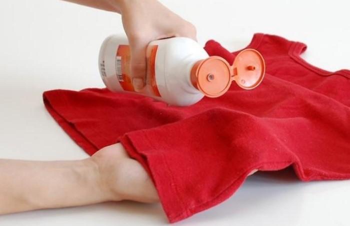 Жидкость для мытья посуды справится со свежими пятнами / Фото: xclean.info