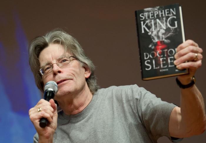 Парадоксально, но американский писатель, который пишет триллеры, фэнтези и ужасы, боится числа 13 / Фото: yaplakal.com