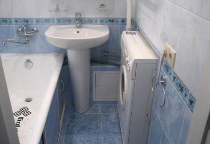 Перегородка между комнатами не несущая, поэтому в ней можно легко проделать нишу для стиральной машинки / Фото: vidnoe.mosremslugba.ru
