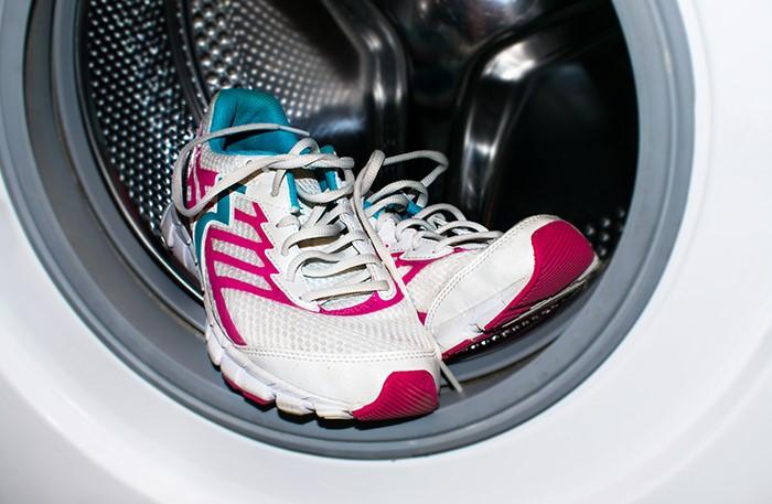 Допустимо очищать в автомате только текстильные кроссовки и кеды / Фото: sovet.boltai.com