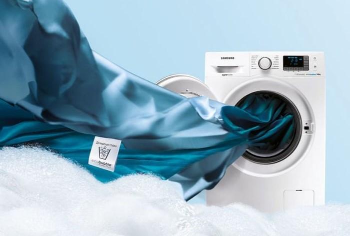 Можно рискнуть постирать одеяло в машинке, но будьте осторожны / Фото: beautykaramel.ru