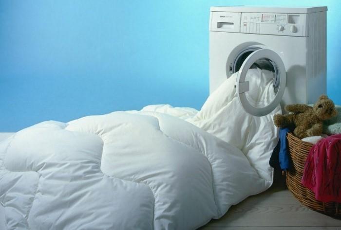 Пуховые одеяла довольно просты в уходе / Фото: tovarpost.com