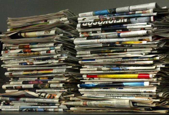 Старые газеты и пустая стеклотара - магниты для негатива / Фото: f11.pmo.ee
