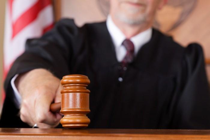 Суд дает американским преступникам несколько пожизненных сроков или даже десятки тысячелетий тюремного заключения