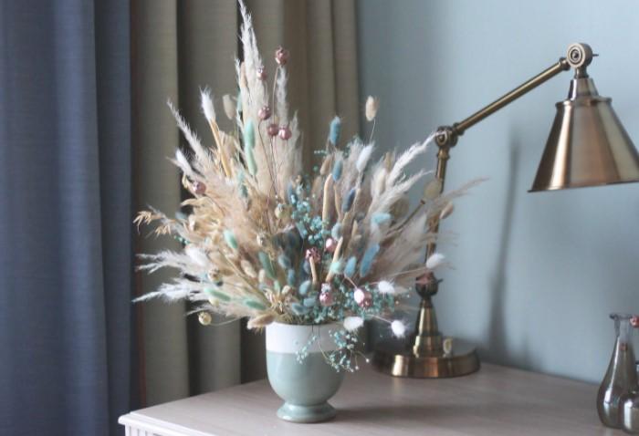 Каждый день композиция будет понемногу осыпаться? а на самих сухоцветах скапливается много пыли / Фото: mykaleidoscope.ru