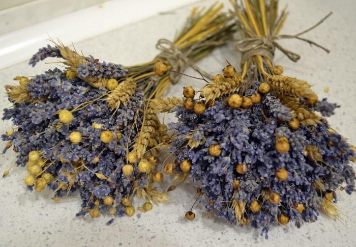 Заготавливайте сухоцветы и делайте из них декоративные букеты / Фото: cs2.livemaster.ru