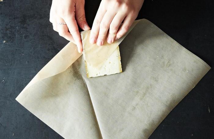 В бумажной упаковке сыр хранится дольше, чем в полиэтиленовой/ Фото: images.food52.com