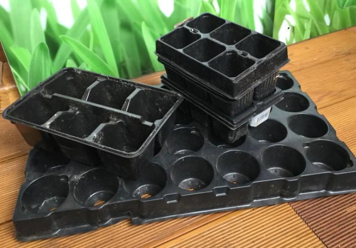 Проверьте, есть ли удобрение и тара для рассады / Фото: cstor.nn2.ru