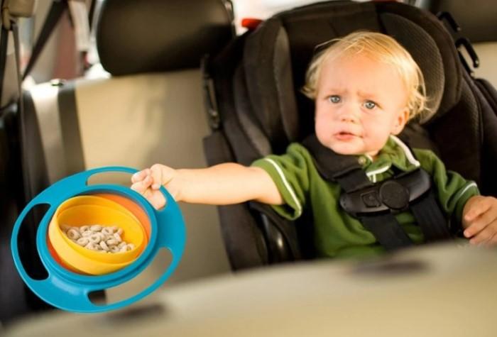 С тарелкой-непроливайкой можно не переживать, что каша окажется на полу / Фото: cdn.shopify.com