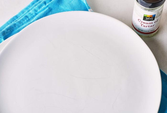 Царапины на тарелке - не приговор, ведь даже от них можно избавиться