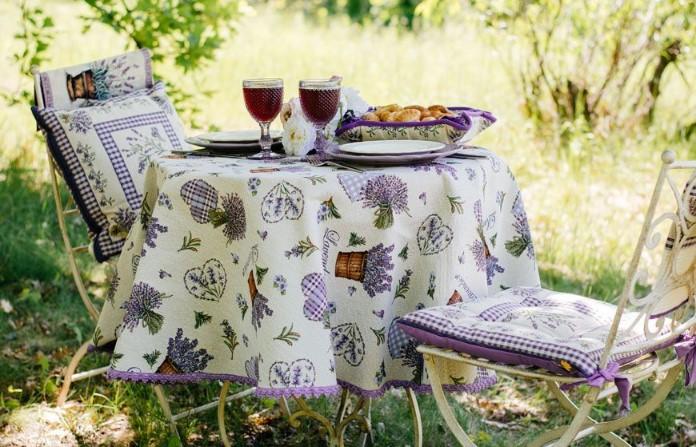 Домашний текстиль и изделия ручной работы помогут создать душевную атмосферу / Фото: villagrazia.ua