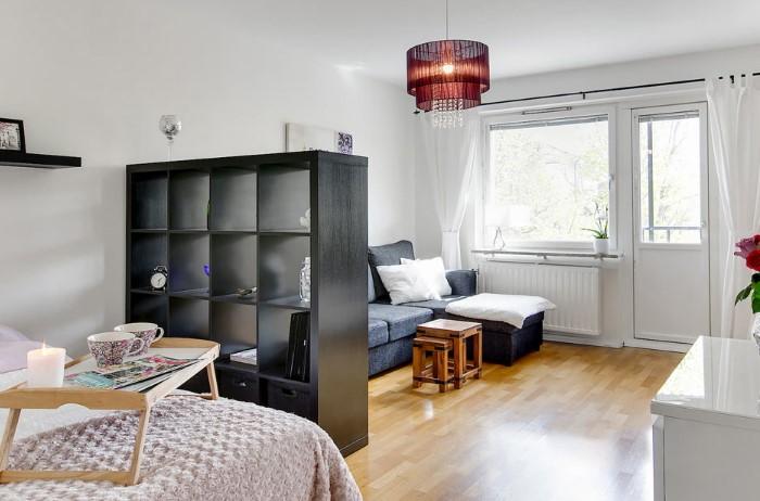 Перегородка не должна выделяться из интерьера и привлекать внимание / Фото: design-homes.ru