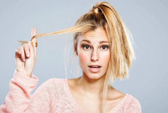 Теребить волосы - вредно и некрасиво / Фото: twitter.com